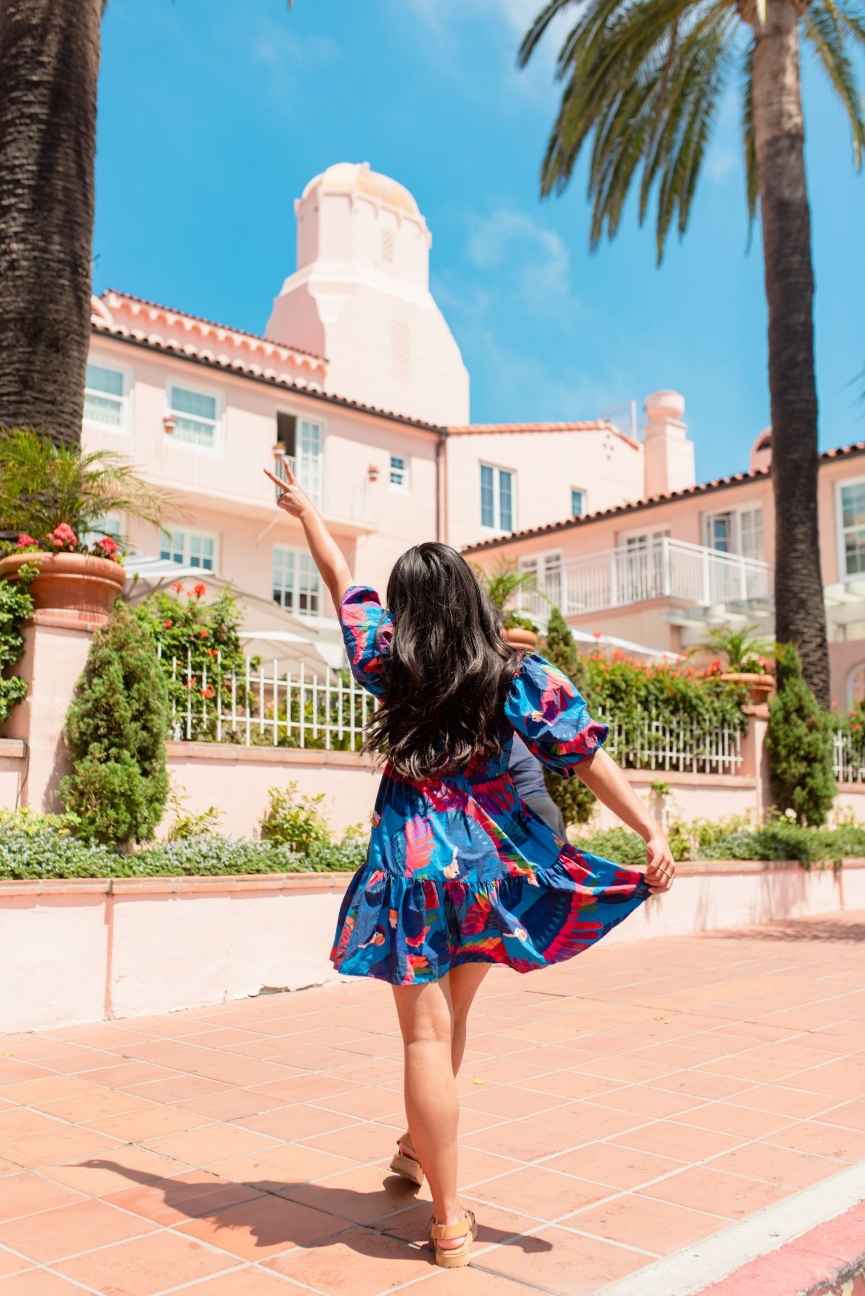 Pink San Diego photoshoot locations - La Valencia Hotel La Jolla San Diego - Karya Schanilec Photography